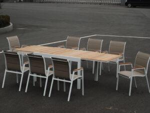 שולחן עץ טיק 1.35 נפתח ל 2.70 + 4 כסאות