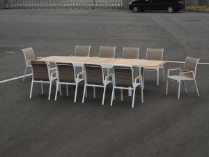 שולחן 2 מטר נפתח ל 3.20 וברוחב מטר עשוי מעץ טיק בשילוב אלומיניום